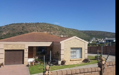 Townhouse for sale in Island View, Mossel Bay
