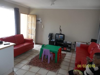 Townhouse to rent in Country View, Midrand