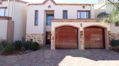 Townhouse for sale in Woodland Hills, Bloemfontein