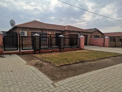 House for sale in Mandela View, Bloemfontein