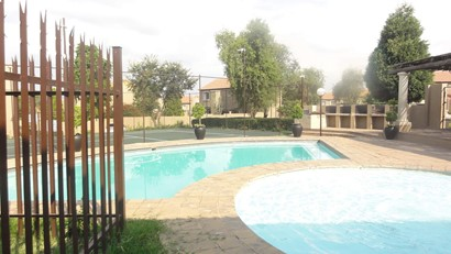 Townhouse to rent in North Riding, Randburg