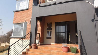 Apartment to rent in Ruimsig, Roodepoort