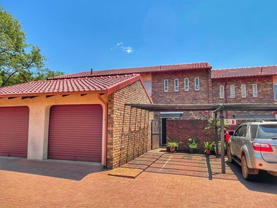 Townhouse for sale in Booysens, Johannesburg