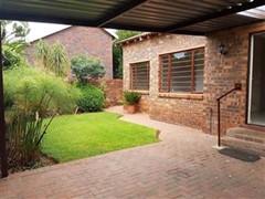 3 Bedroom Townhouse For Sale in Weltevredenpark, Roodepoort