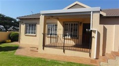 2 Bedroom Townhouse For Sale in Northgate, Randburg