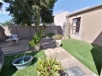1 Bedroom Bachelor Flat to rent in Sunningdale - Blouberg