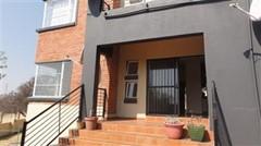 2 Bedroom Apartment To Rent in Ruimsig, Roodepoort