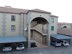 2 Bedroom Townhouse For Sale in North Riding, Randburg